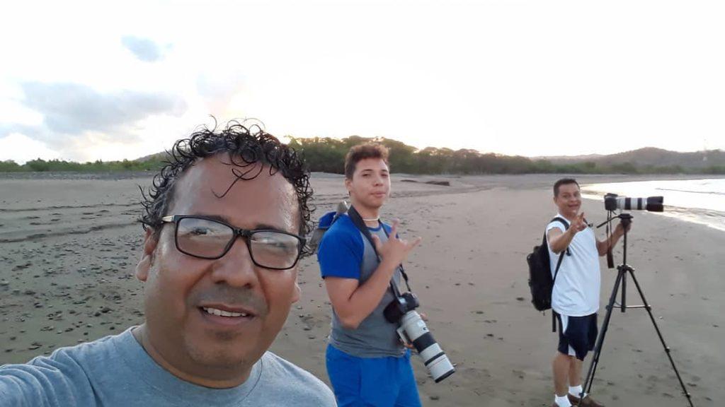 Melvin Vargas (De anteojos) Luis Vargas (De segundo) y Winston Potosme